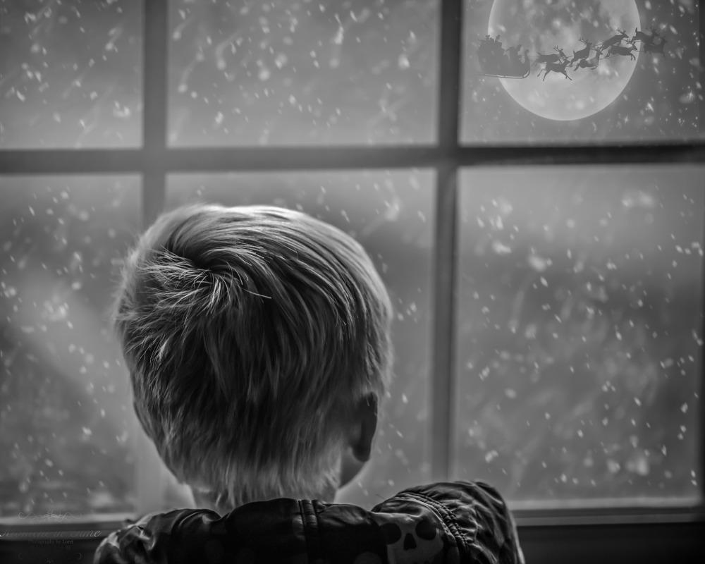 Photo - magical-boy-window-santa
